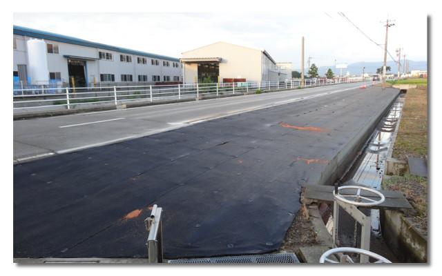 会社近く字田子島道路の路肩01